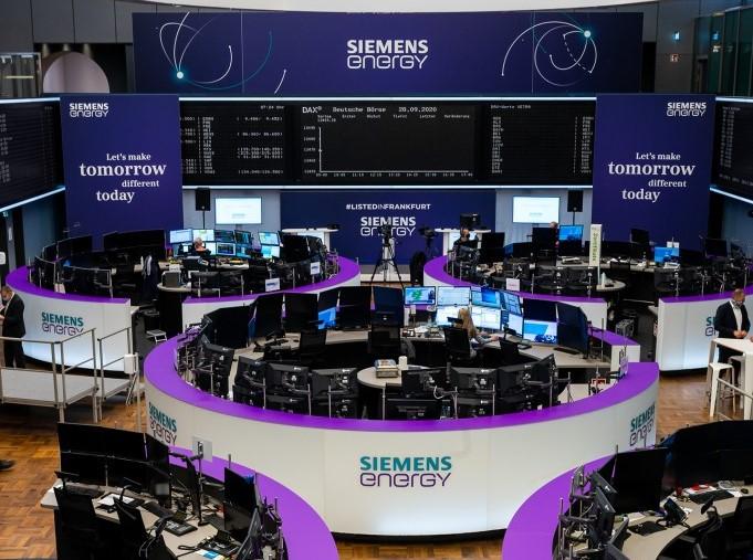 Siemens Energy on the trading floor of the stock exchange