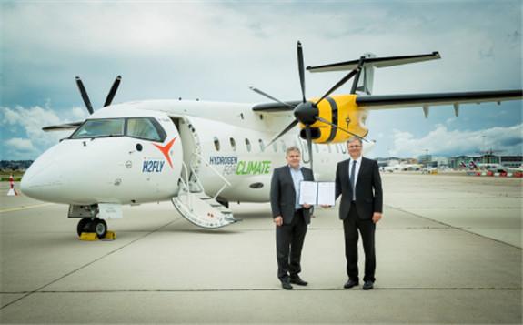 Martin Nüßeler, CTO at Deutsche Aircraft and Prof. Dr. Josef Kallo, co-founder and CEO, H2FLY