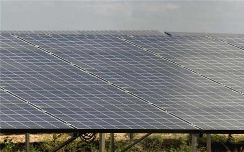 Solar farm in Brazil. Author: Otávio Nogueira. License: Creative Commons, Attribution 2.0 Generic.
