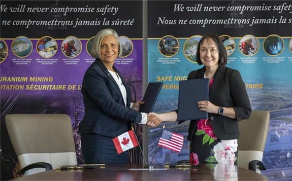 Rumina Velshi (left) and Christine Svinicki at the 2019 signing of their Memorandum of Cooperation (Image: CNSC)