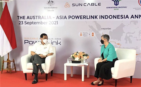 Australia's ambassador to Indonesia Penny Williams and Indonesian minister Luhut Binsar Pandjaitan at a ceremony marking the cable route's approval. Image: Penny Williams/Twitter.