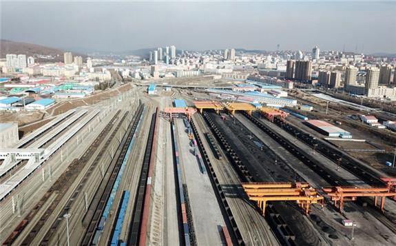 Aerial photo taken on March 31, 2021 shows Suifenhe Railway Port in Suifenhe, northeast China's Heilongjiang Province. (Xinhua/Wang Jianwei)